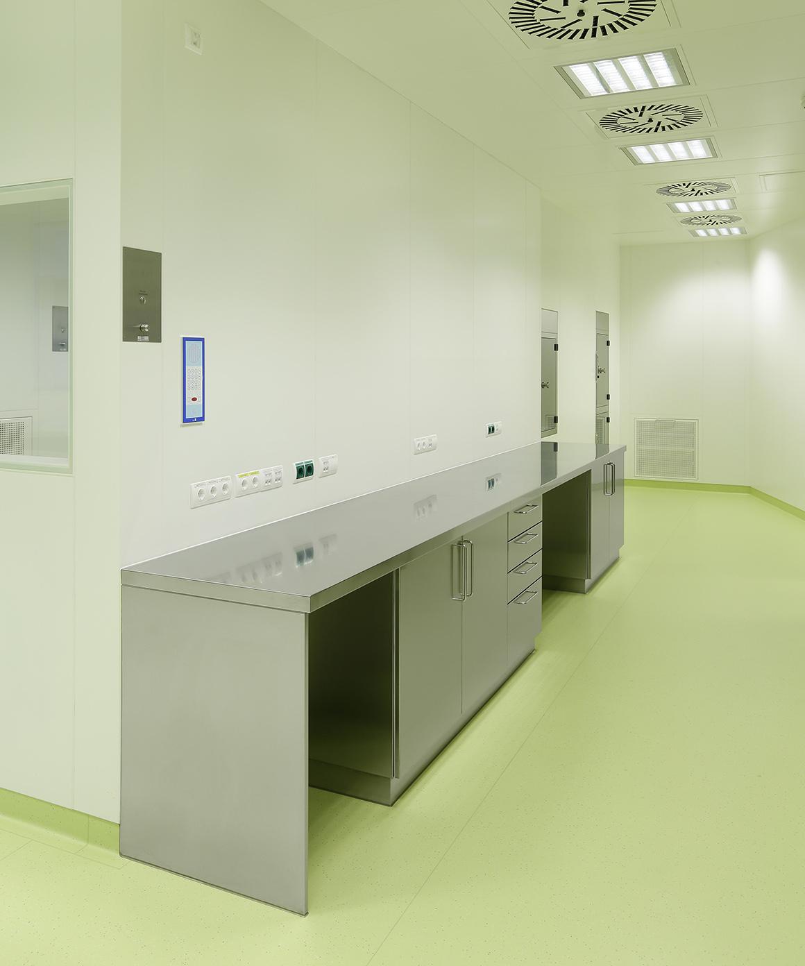 GMP-Edelstahlmöbel von Kiefer technic